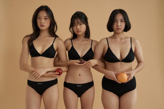 현실적인 체형의 모델들이 등장하는 속옷 브랜드 '비브비브'광고. 포토샵 등 사진 보정도 없다.