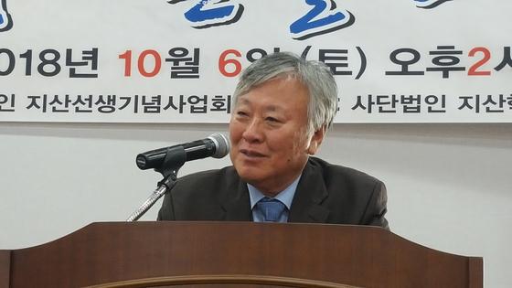 경북 영천에서 강연 중인 이문열 작가. [사진 송의호]