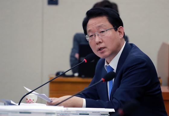 """김상훈 자유한국당 의원은 10일 """"지난해 10월과 올해 9월을 비교하면 서울지역의 주택 갭투자가 2배 가량 증가했다""""고 밝혔다.[중앙포토]"""