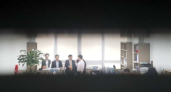 검찰이 지난 1일 신규 택지 자료 유출 논란을 빚은 더불어민주당 신창현 의원의 국회 의원회관 사무실을 압수수색했다. 변선구 기자