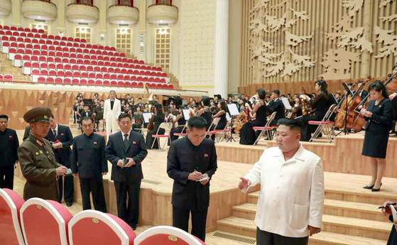 북한군 제267군부대가 9개월간 공사를 맡아 전용극장을 리모델링했다.[연합뉴스]