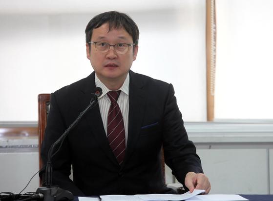 한국기원의 최근 논란에 대해 입장을 표명한 유창혁 사무총장 [사진 사이버오로]