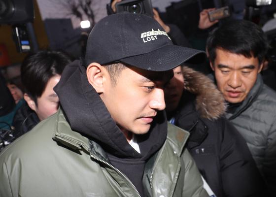 마약 투약 혐의로 긴급체포된 배우 정석원이 11일 마약류 관리에 관한 법률 위반 등의 혐의로 징역 10개월에 집행유예 2년을 선고받았다.[뉴스1]