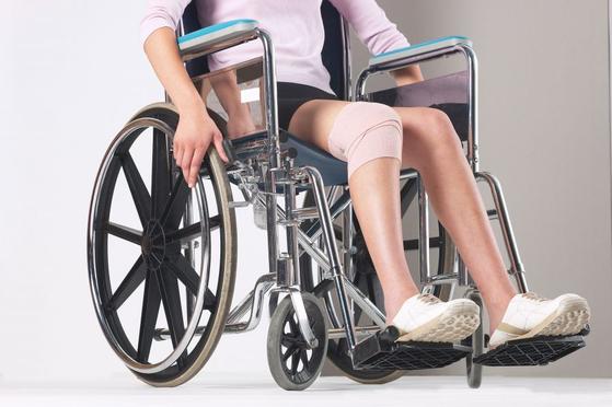휠체어 여행자를 위한 숙소를 고를 때 욕실 크기를 신경써야 한다. [사진 smartimages]