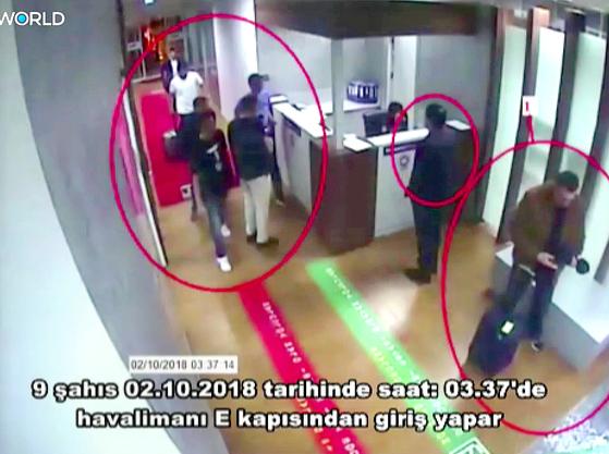 2일 새벽 이스탄불 아타투르크 공항에서 입국하는 사우디 요원들. [EPA=연합뉴스]