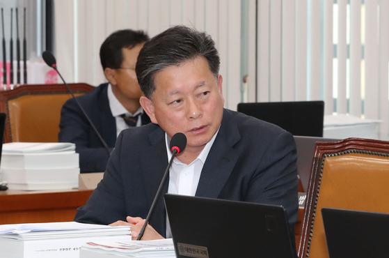 자유한국당 김명연 의원이11일 국회에서 열린 보건복지부 국정감사에서 질의하고 있다. [연합뉴스]