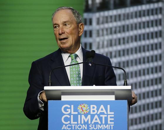 마이클 블룸버그 전 뉴욕시장이 지난달 13일 미국 샌프란시스코에서 열린 유엔 세계기후회의에서 연설하고 있다.  [AP=연합]