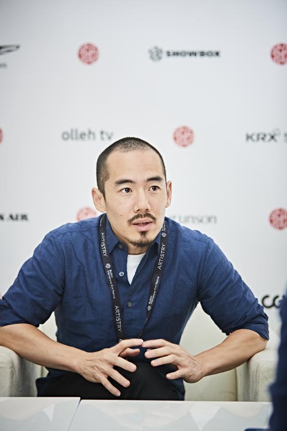 다큐멘터리 '일본군 위안부 문제의 주 전장'으로 제23회 부산국제영화제(BIFF)를 찾은 미키 데자키 감독. 유튜브에선 '눈알 선생(Medama Sensei)'이란 계정을 통해 사회적 이슈에 발언하고 있다.[사진 BIFF]