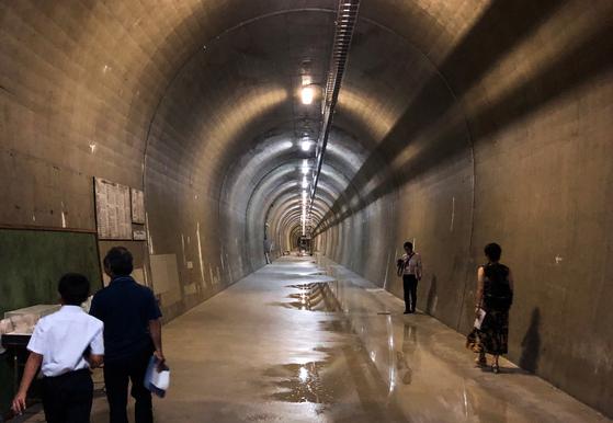 지하댐 바로 위 사구층의 방풍림과 종이연나비 서식지를 보호하기 위해 길이 366m의 긴 터널을 따로 조성했다. 터널은 지하댐의 물이 사구층으로 흡수되는 것을 막는 지수벽 역할을 한다. 사진=김상진 기자