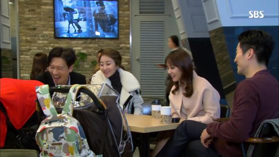 2015년 SBS 아침드라마 '어머님은 내 며느리'. 20대부터 50대 후반까지 사실상 모든 여성 출연자가 극 중에서 임신하거나 출산하는 것으로 결론을 맺었다. [사진 SBS]
