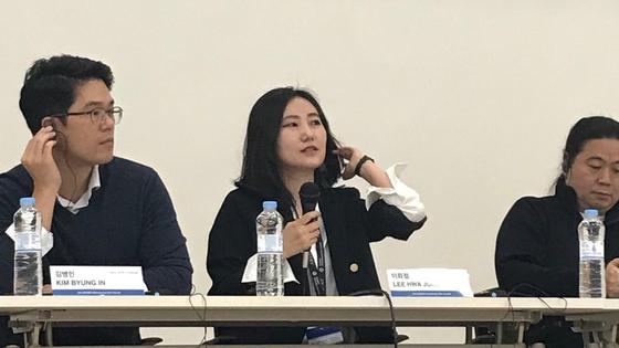 왼쪽부터 김병인 대표와 모더레이터 이화정 씨네21 취재팀장, 왕하이린 부회장