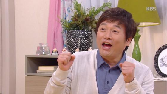 """KBS 일일드라마 '내일도 맑음'에서 한 극중 인물이 부인에게 """"늦둥이 하나 어떻게 안 되겠느냐. 우리도 애국 한 번 해보자""""며 애국을 외치고 있다. [사진 KBS]"""