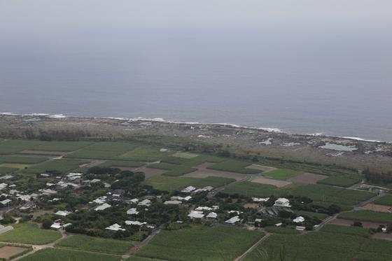 햐쿠노다이 전망대에서 바라본 기카이 섬 촌락의 모습. 마을을 에워싼 것은 모두 사탕수수밭이다. 사진=김상진 기자