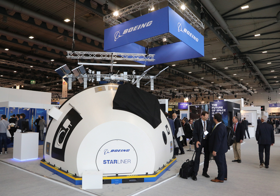 epa07061369 A general view of the Boeing booth at the International Astronautical Congress IAC in Bremen, northern Germany, 01 October 2018. More than 6,000 scientists and space experts meet for the 69th edition of one of the world's biggest space-related congresses which runs until 05 October. EPA/FOCKE STRANGMANN <저작권자(c) 연합뉴스, 무단 전재-재배포 금지>