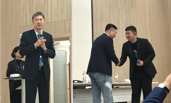 노재헌 한중문화센터 원장(왼)과 시나리오공모전 시상식 현장