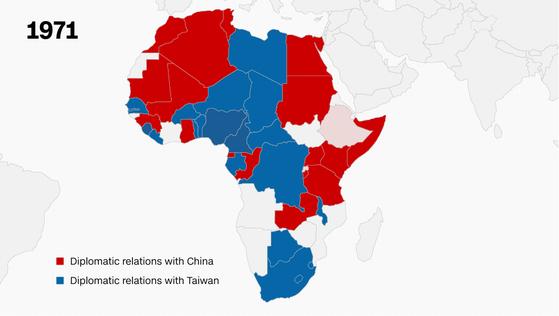 1971년 당시 아프리카 대륙의 대만 수교국. 파란색으로 표시돼 있다. 빨간색은 중국의 수교국이다. [CNN 캡처]