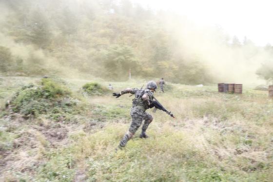 지난 11일 강원도 인제군 KCTC 훈련장에서 실전같은 모의 전투가 벌어졌다. [사진 육군 제공]