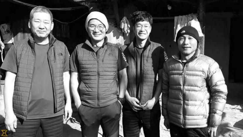 김창호 산악대장(왼쪽에서 두번째)을 포함한 '2018 코리안웨이 구르자히말 원정대' 한국인 대원들이 12일(현지시간) 네팔의 히말라야 산악지대에서 사망한 것으로 확인됐다.[사진 카트만두포스트 캡처]