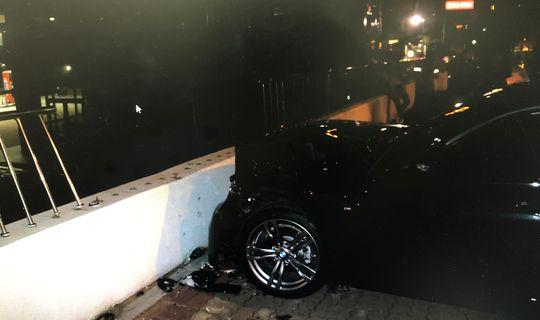 지난달 25일 부산 해운대구 미포오거리에서 술에 취한 운전자가 횡단보도를 건너기 위해 길에 서 있던 보행자 두 명을 치고 주유소 담벼락을 들이받는 사고가 발생했다. [사진 부산경찰청]
