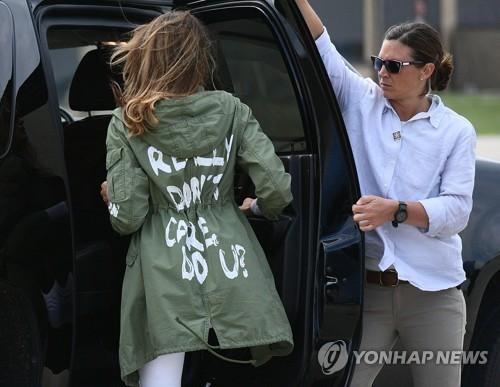 논란이 됐던 멜라니아 트럼프 여사의 재킷. [연합뉴스]