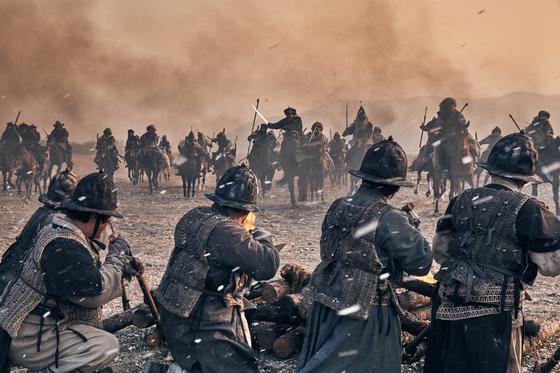 영화 '남한산성'의 한 장면. 조선의 조총부대. [중앙포토]