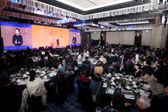 중앙일보가 주최한 '더,오래 콘서트'가 지난 11일 오후 서울 광화문 포시즌스 호텔에서 열렸다. 300명에 가까운 더,오래 필진과 독자가 참석해 성황을 이루었다. 장진영 기자