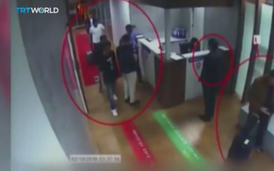자말 카쇼기를 살해하기 위해 터키에 파견된 사우디 암살팀이 공항 CCTV에 포착됐다. [터키 국영 TRT 캡처]