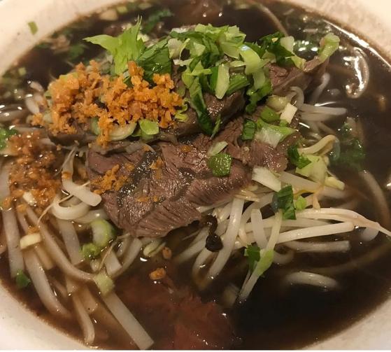 태국 식당 까폼의 소고기쌀국수. 태국 셰프가 직접 조리해 진한 국물이 특징이다. [사진 까폼]