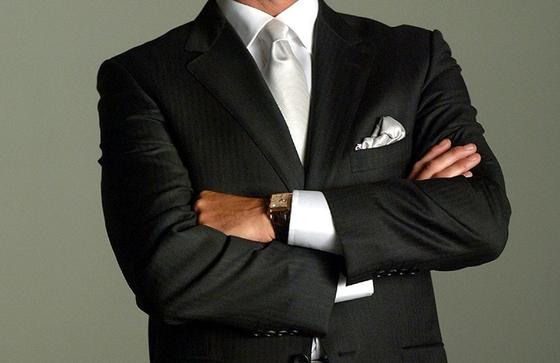 임원은 영어로 executive. 회사마다 차이는 있지만 president와 chairman이 대체로 임원에 해당한다.