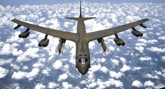 핵무기 탑재가 가능한 미 공군의 전략폭격기 B-52 [중앙포토]