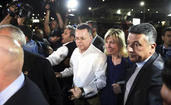 """""""미국, 브런슨 목사 석방 계기로 터키 제재 곧 해제"""""""