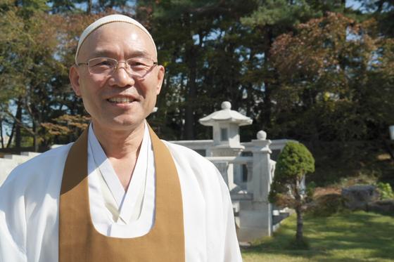 """원불교 김주원 새 종법사는 '남북간에 오래 떨어져 살았기에 쌓인 감정이 많다. 남북이 서로 미워하는 마음이 녹을 때 통일이 되지 않겠나""""라고 말했다."""