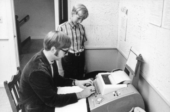 미국 워싱턴 주 시애틀 레이크사이드 스쿨 재학 당시 폴 앨런(아래)과 빌 게이츠. [사진 앨런의 회사인 벌컨(Vulcan)사의 추모 웹페이지]