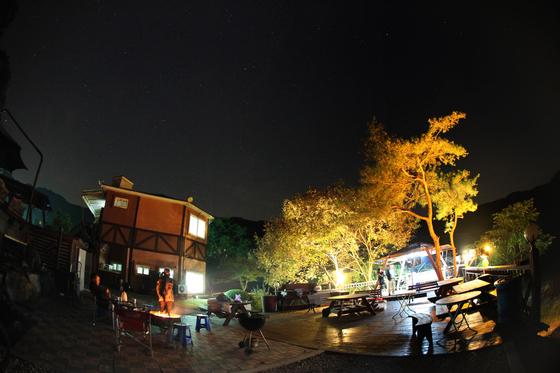 가을 밤의 산막. [사진 이정환 감독]