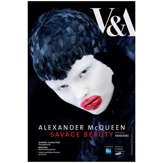 2015년 런던 빅토리아 앤 앨버트 뮤지엄에서 열린 알렉산더 맥퀸의 전시 포스터. [사진 허유림]