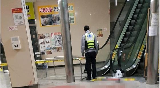 지난 14일 강서구의 한 PC방 건물에서 30대 남성이 아르바이트 직원을 칼로 찔러 사망케한 사건이 발생했다. 사건 현장에 경찰이 출동한 모습. [사진 온라인 커뮤니티]