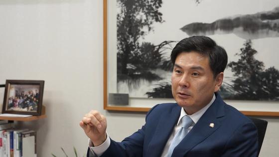 중앙일보와 인터뷰 중인 지상욱 의원. 한영익 기자