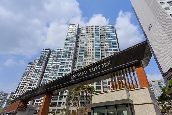 올해 4월 입주한 서울 동작구 사당동 래미안이수역로이파크. 이 아파트 전용 84㎡ 시세는 12억원으로 분양가(6억7000만원)보다 5억원 이상 높다.