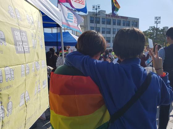 광주 5·18 광장서 첫 성소수자 축제…다양성 존중 VS 패륜적 행사