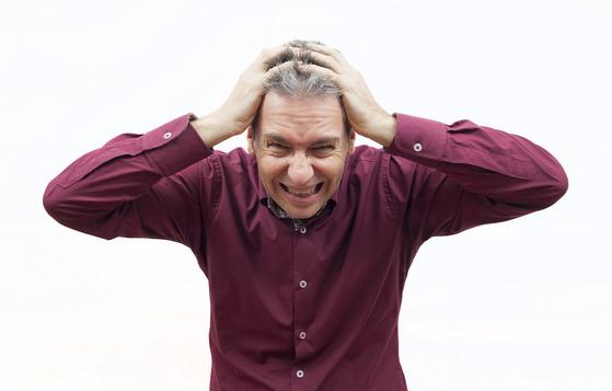 스트레스가 극심해도 가슴이 아프다. 지나친 생각은 심장의 기운을 상하게 해서 무리를 준다. [사진 pixabay]
