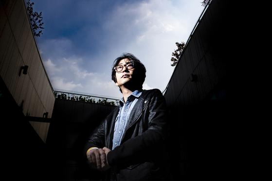 """'연출을 통해 사회 변화에 기여하고 싶다""""는 연출가 김태형. 그에게 SF 창극 '우주소리'는 창극의 지평을 넓히기 위한 도전이었다. [권혁재 사진전문기자]"""