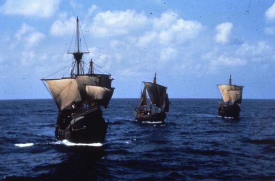신대륙을 찾아나선 콜럼버스 일행의 범선들.  [중앙포토]