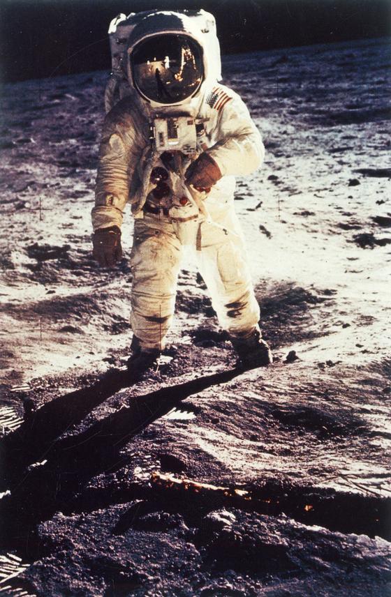 인류 최초로 1969년 달 착륙에 성공한 미국의 우주비행사 닐 암스트롱.   [중앙포토]