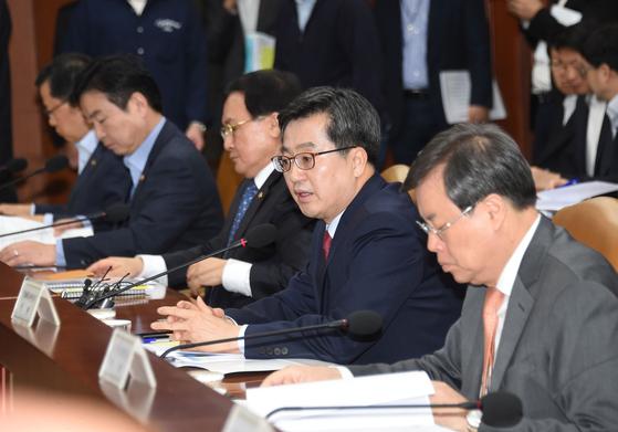 김동연 부총리 겸 기획재정부 장관이 24일 오전 열린 18차 경제관계장관회의에서 발언을 하고 있다.(사진=기획재정부)