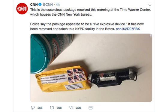 CNN은 트위터에 24일 뉴욕 본사로 폭발물이 배달됐다고 밝히며 사진을 공개했다. 오바마 전 대통령과 힐러리 전 국무부 장관 등에게 배달된 폭발물도 검정색 파이프에 노란색 봉투로 동봉한 같은 종류의 폭발물로 드러났다. [연합뉴스]