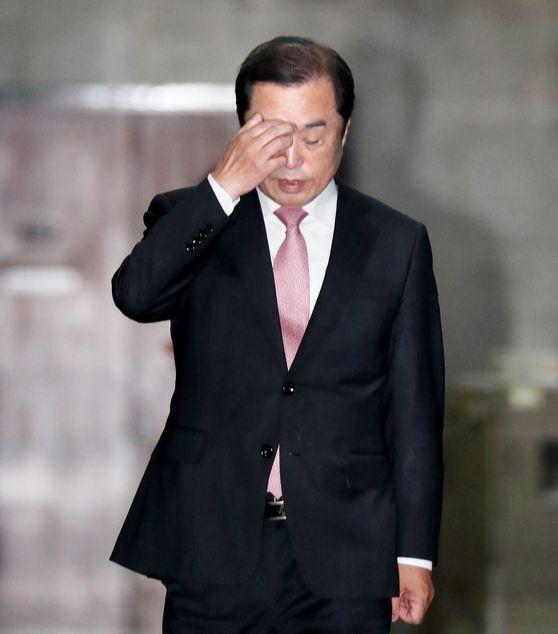 김병준 자유한국당 비대위원장이 지난 8일 국회에서 열린 회의에 참석하기 위해 이동하고 있다. [뉴스1]