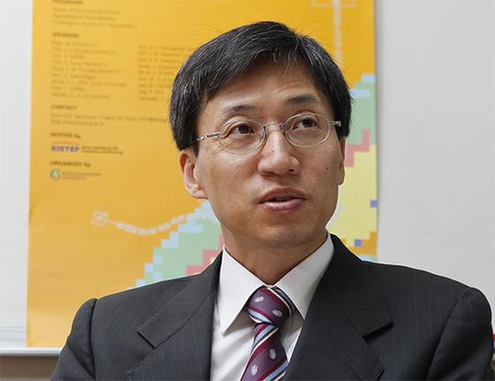 홍승우 교수