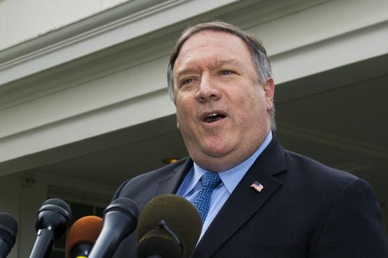 마이크 폼페이오 미국 국무장관이 지난 9일(현지시간) 백악관 앞에서 북한 등 4개국 순방 성과와 관련해 기자회견을 하고 있다. [AP=연합뉴스]