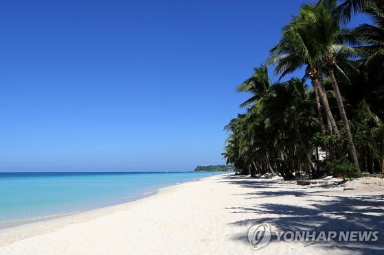 24일 재개장한 필리핀 보라카이 섬. [연합뉴스]