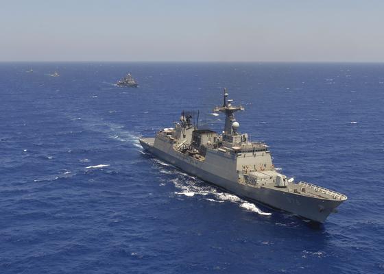 문무대왕함이 지난 8월 15일 이집트 해군과 훈련하고 있다. [사진 해군 제공]